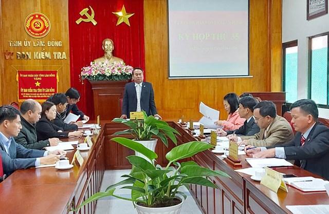 Ủy viên Ban Thường vụ Tỉnh ủy, Chủ nhiệm Ủy ban Kiểm tra Tỉnh ủy Lâm Đồng Dương Công Hiệp chủ trì kỳ họp thứ 35. Ảnh: Báo Nhân dân.