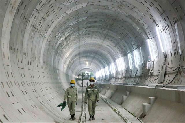 TP HCM đẩy mạnh thi đua triển khai dự án Tuyến đường sắt đô thị số 1 để đến năm 2021 khánh thành.