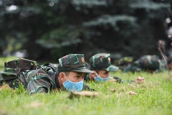 """Các xạ thủ Việt Nam luyện tập chuẩn bị cho nội dung """"Bắn tỉa"""". Ảnh: qdnd.vn."""