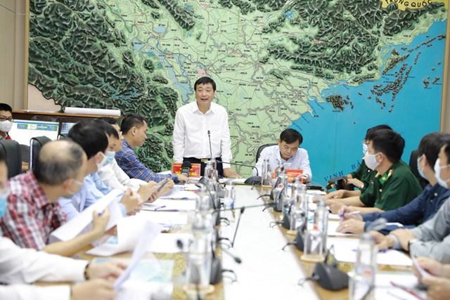 Thứ trưởng Bộ Thứ trưởng NNPTNT Nguyễn Hoàng Hiệp phát biểu tại cuộc họp.