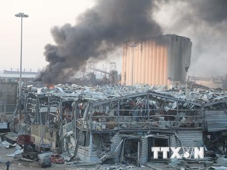 Khói bốc lên từ hiện trường vụ nổ tại cảng Beirut, Liban ngày 4/8/2020. (Ảnh: THX/TTXVN).