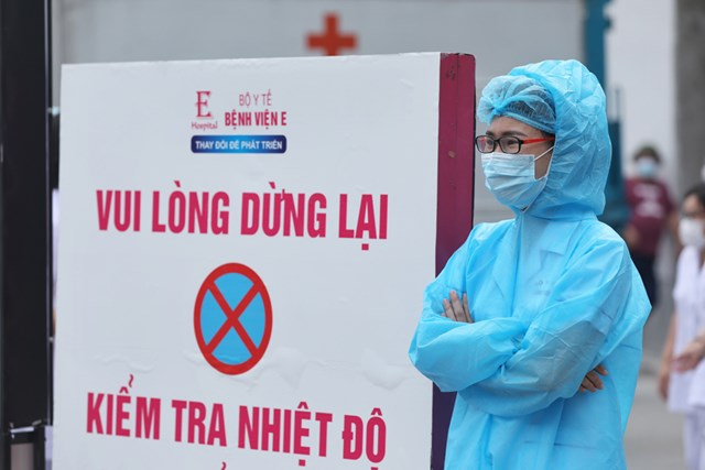 Các bệnh viện thực hiện biện pháp kiểm soát nghiêm ngặt để phòng chống Covid-19. Ảnh: Quang Vinh.