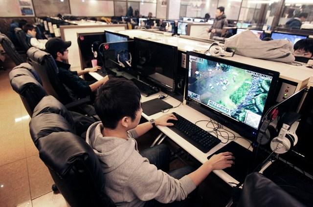Một bộ phận giới trẻ Hàn Quốc đắm đuối với game.