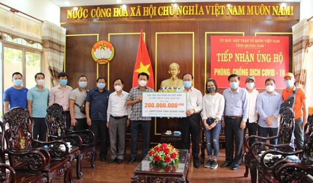 Các câu thủ bóng đá Việt Nam ủng hộ 200 triệu đồng phòng, chống dịch Covid-19.