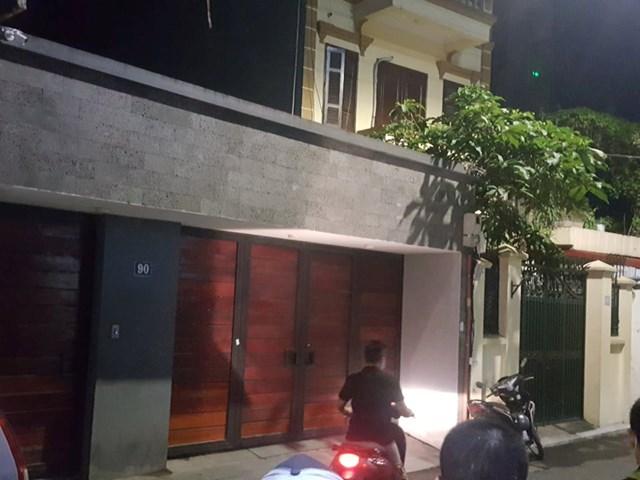 Hình ảnh khám nhà Chủ tịch UBND TP Hà Nội Nguyễn Đức Chung - Ảnh 1