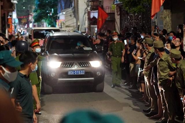 Lúc 9h20, cảnh sát đã hoàn thành việc khám nhà ông Nguyễn Đức Chung.