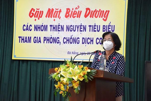 Chủ tịch Ủy ban MTTQ Việt Nam TP Đà Nẵng Đặng Thị Kim Liên phát biểu tại buổi gặp mặt. Ảnh Thanh Tùng.