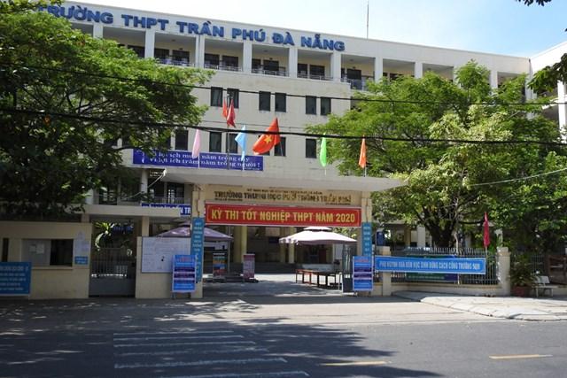 Các điểm thi trên địa bàn TP Đà Nẵng được chuẩn bị chu đáo và an toàn đón thí sinh đến làm thủ tục dự thi. Ảnh Bình Nguyên.