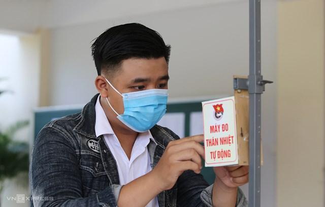 Nguyễn Đặng Quốc Hưng - người sáng chế ra đo thân nhiệt tự động. Ảnh: Đắc Thành.