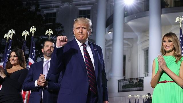 Ông Donald Trump cùng người thân tại sự kiện ở Nhà Trắng ngày 28/8, khi tiếp nhận đề cử của đảng Cộng hòa tranh cử Tổng thống Mỹ nhiệm kỳ 2. Ảnh: Sky News.