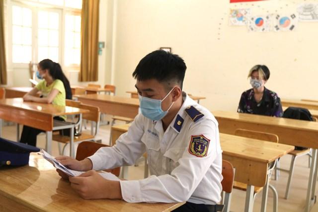 Thí sinh dự thi tốt nghiệp THPT đợt 2 tại Hà Nội. Ảnh: Phạm Quang Vinh.