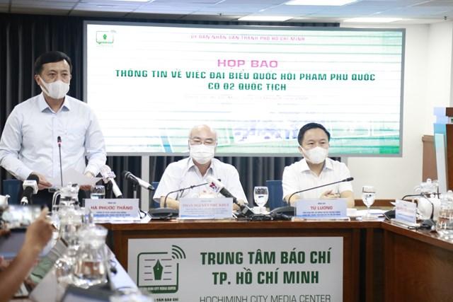 Chánh Văn phòng UBND TP HCM Hà Phước Thắng cho biết cơ quan có thẩm quyền sẽ xử lý cả về mặt Đảng và chính quyền đối với ĐBQH Phạm Phú Quốc.
