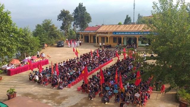 Học sinh trường THPT Mù Cang Chải bước vào năm học mới.