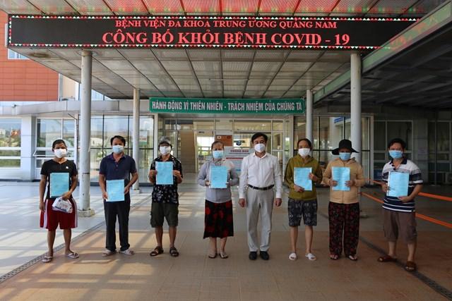 Bệnh nhân Covid-19 xuất viện tại BVĐK TƯ Quảng Nam.