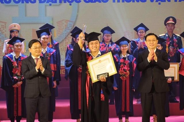 Thủ khoa các trường đại học ở Hà Nội vừa được tuyên dương.