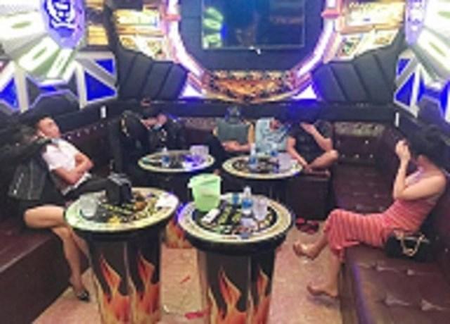 Lực lượng Công an phát hiện 8 thanh niên sử dụng ma túy trong quán karaoke.