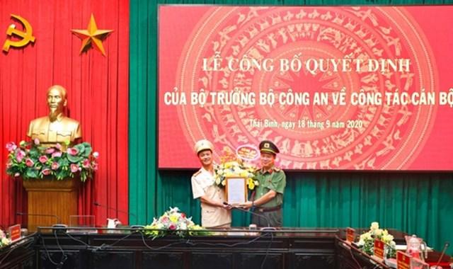 Đại tá Nguyễn Thanh Trường trao Quyết định bổ nhiệm Thượng tá Nguyễn Quốc Vương giữ chức vụ Phó Giám đốc Công an tỉnh Thái Bình.