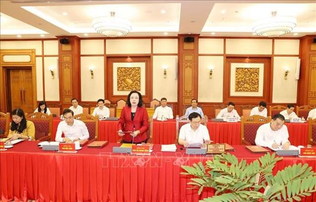 Bà Ngô Thị Thanh Hằng, Ủy viên Trung ương Đảng, Phó Bí thư Thường trực Thành ủy Hà Nội trình bày báo cáo tại buổi làm việc. Ảnh: Trí Dũng/TTXVN.