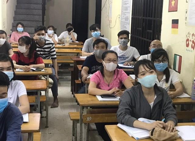 Một lớp học ngoại ngữ miễn phí tại chùa Lá.