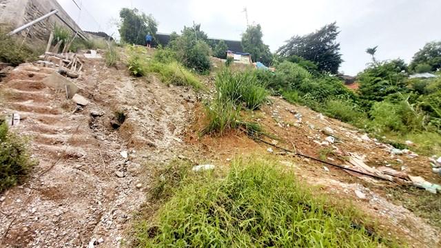 Bờ kè sông Lam dài 80m tại xóm 6, xã Thanh Lĩnh bị đổ sập xuống sông.