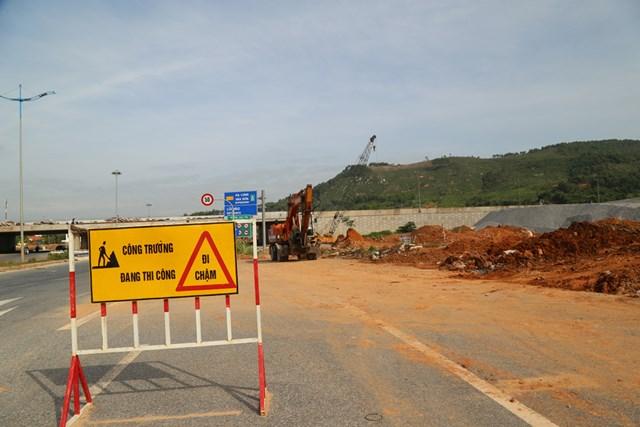 Đoạn đường đang thi công tại nút giao đường Minh Khai, phường Đại Yên, thành phố Hạ Long.