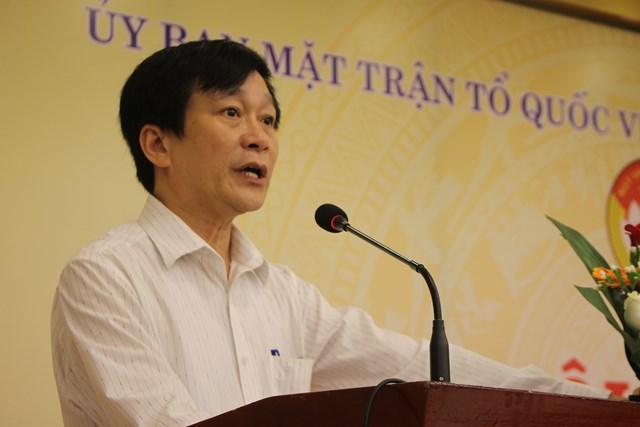 Phó Chủ tịch thường trực Ủy ban MTTQ Việt Nam tỉnh Thừa Thiên - Huế Nguyễn Hữu Lạc phát biểu.