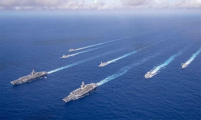 Nhóm tác chiến tàu sân bay Theodore Roosevelt và Nimitz đi qua Biển Philippines hồi tháng 6. Ảnh: US Navy.