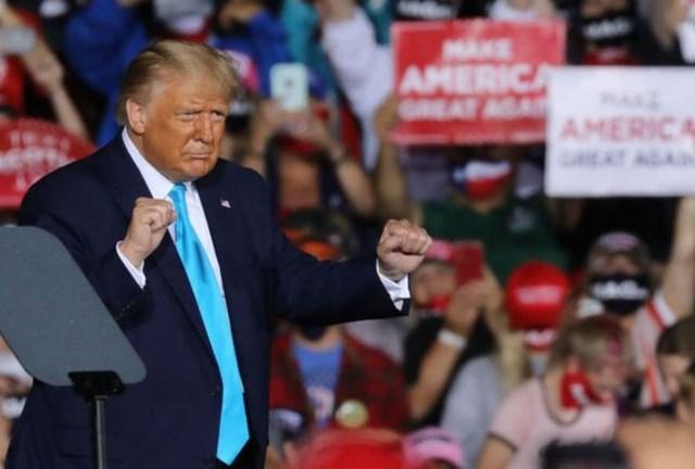 Ông Donald Trump phản ứng trước cáo buộc trốn thuế Ảnh: Getty Images.