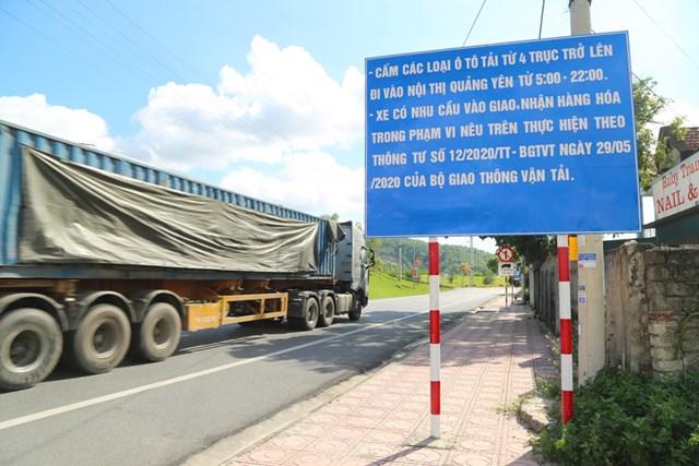 Biển thông báo và biển cấm xe từ 4 trục trở lên tại Km9, TX Quảng Yên có hiệu lực từ 0h ngày 30/0/2020.