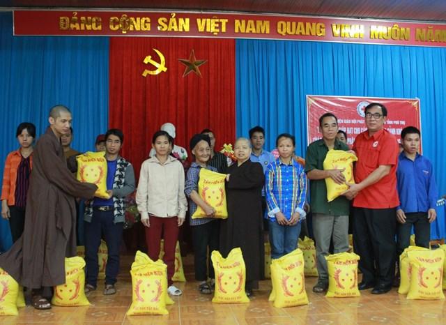 Các cấp hội Phật giáo tỉnh Phú Thọ luôn là tấm gương tiêu biểu trong hỗ trợ người nghèo.