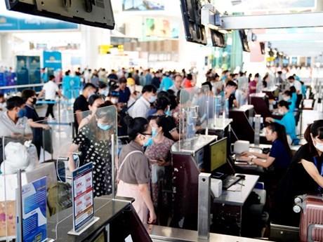 Lượng hành khách qua sân bay Nội Bài phục hồi tăng trưởng nhanh trở lại. (Ảnh: CTV/Vietnam+).