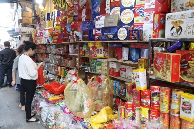 Các cửa hàng tạp hóa truyền thống: Vẫn sống tốt, vì sao? - Ảnh 1