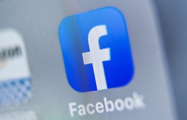 Biểu tượng của Facebook trên màn hình máy tính bảng. (Ảnh: AFP/TTXVN).