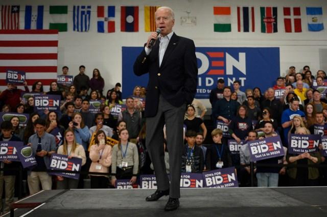 Ông Joe Biden tự tin trước những người ủng hộ.