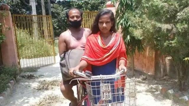 Jyoti Kumari và cha mình đã vượt hơn 1.200 km trong 7 ngày bằng xe đạp để trở về quê nhà ở miền Đông Ấn Độ.