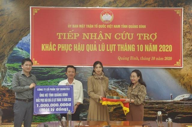 BẢN TIN MẶT TRẬN: Mặt trận tỉnh Quảng Bình tiếp nhận 4 tỷ đồng ủng hộ lũ lụt - Ảnh 1