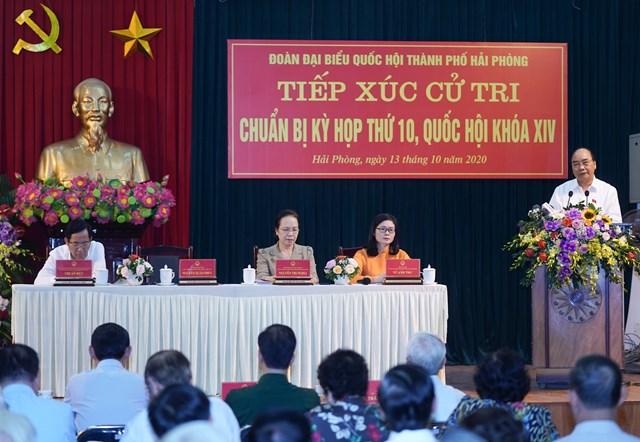 Thủ tướng Nguyễn Xuân Phúc phát biểu với các cử tri. Ảnh: VGP/Quang Hiếu.
