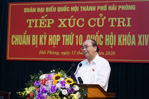 Thủ tướng trả lời những vấn đề cử tri quan tâm. Ảnh: Quang Hiếu.