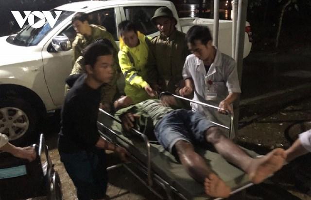 Những công nhân của thủy điện Rào Trăng 3 bị thương chuyển về bệnh viện Bình Điền điều trị. Ảnh: VOV.