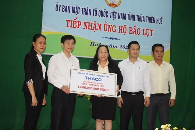 Ủy ban MTTQ Việt Nam tỉnh Thừa Thiên - Huế tiếp nhận số tiền ủng hộ của THACO.