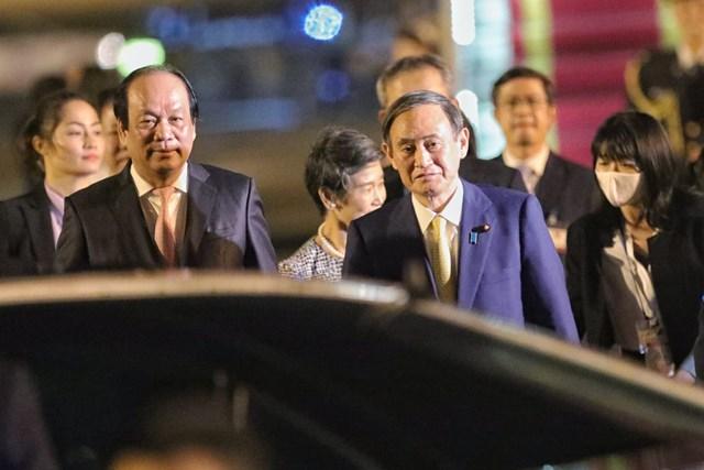 [ẢNH] Đón Thủ tướng Nhật Bản và Phu nhân tại sân bay quốc tế Nội Bài - Ảnh 6