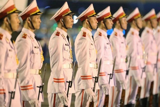 Đội danh dự chuẩn bị đón tiếp Thủ tướng Nhật Bản.