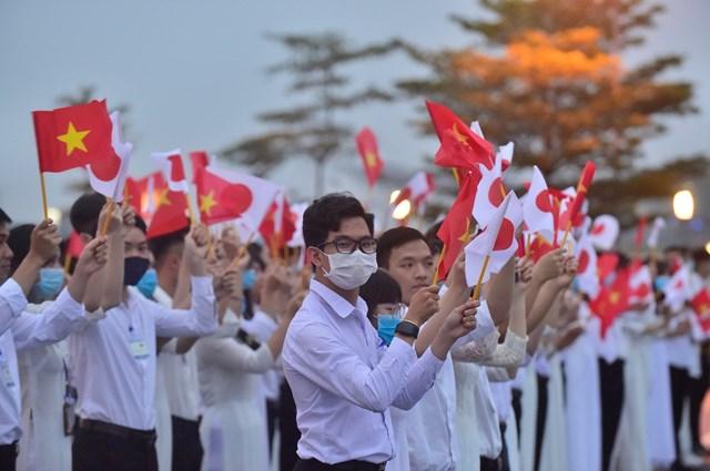 Thủ tướng Nhật Bản và Phu nhân bắt đầu thăm chính thức Việt Nam - Ảnh 2