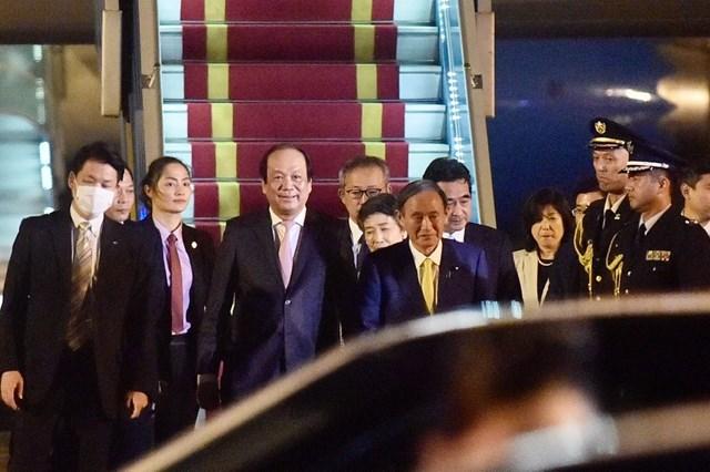 Thủ tướng Nhật Bản và Phu nhân bắt đầu thăm chính thức Việt Nam - Ảnh 1