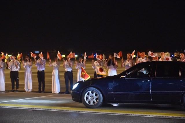 Đoàn xe của Thủ tướng Suga Yoshihide di chuyển về trung tâm Hà Nội. Ảnh: VGP/Nhật Bắc.