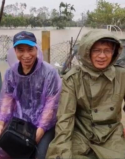 Liệt sĩ Phạm Văn Hướng (trái).