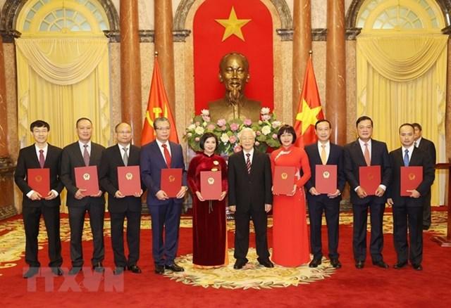 Tổng bí thư, Chủ tịch nước Nguyễn Phú Trọng trao quyết định bổ nhiệm 9 tân đại sứ Việt Nam ở nước ngoài. Ảnh:TTXVN.