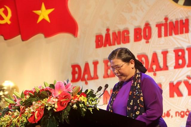 Bà Tòng Thị Phóng, Phó Chủ tịch Thường trực Quốc hội phát biểu chỉ đạo Đại hội.