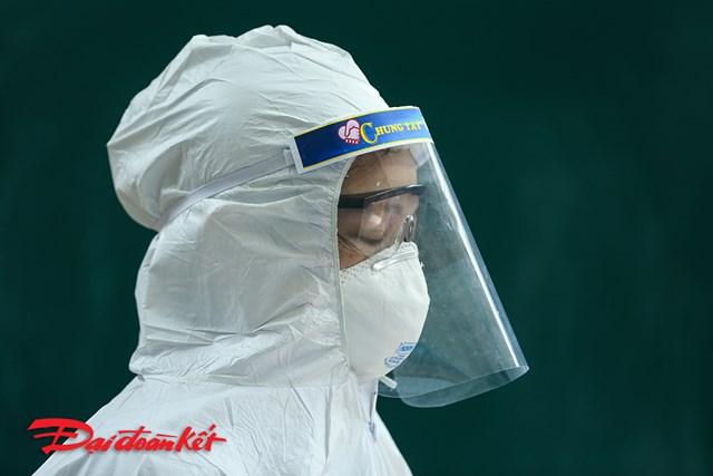 Nhân viên y tế của quận Ba Đình, Hà Nội được huy động để làm xét nghiệm cho người dân.