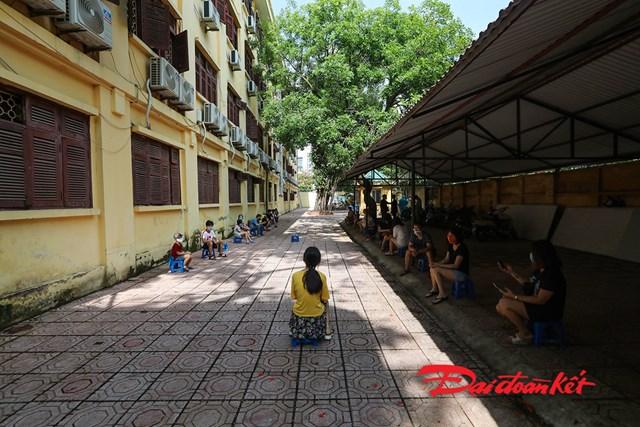 Trường THCS Thành Công, quận Ba Đình, Hà Nội là một trong những điểm xét nghiệm cho người dân từ Đà Nẵng trờ về Hà Nội.